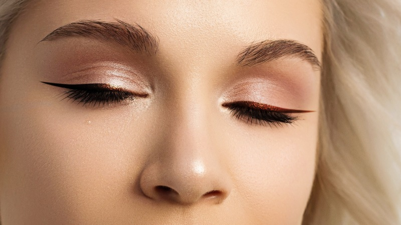 beautiful macro shot female eye classic eyeliner makeup   graphic liners