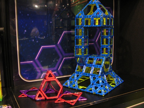 Maformers – make 3D shapes from 2D magnet building set