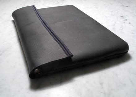 Wetsuit laptop sleeve