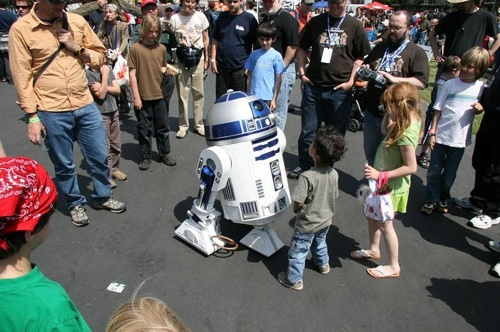 DIY R2-D2 is even better than the real thing (interview with the Maker)