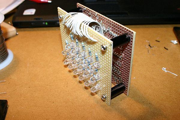 DIY: Binary Clock with an Arduino