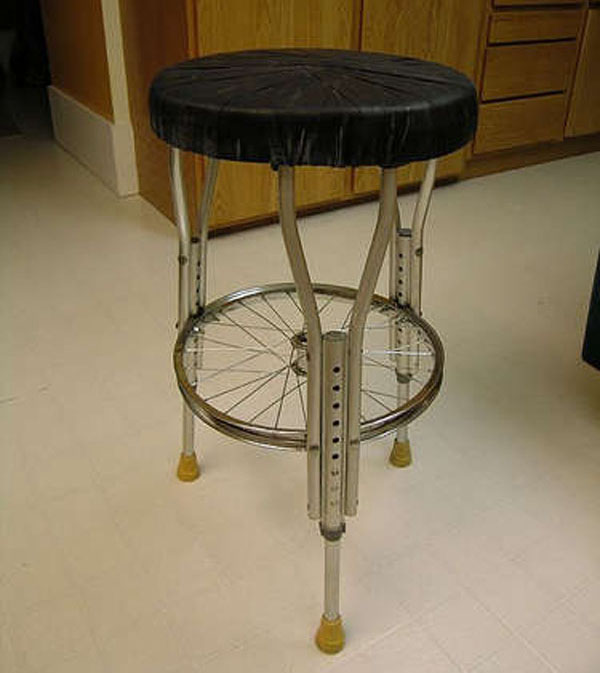 DIY: Seat made from bike parts and crutches