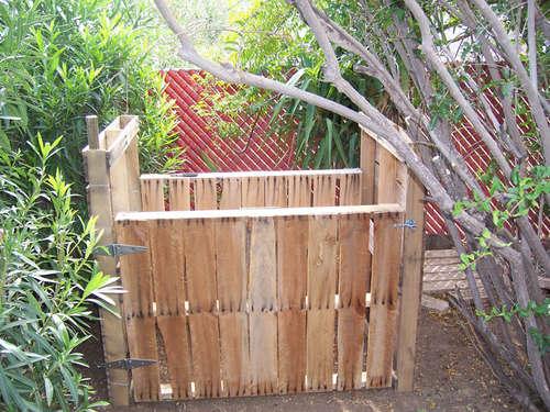 Pallet-based compost bin
