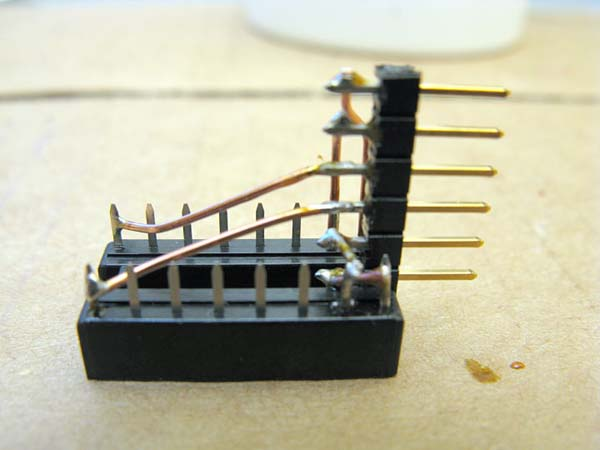 Right-angle IC socket