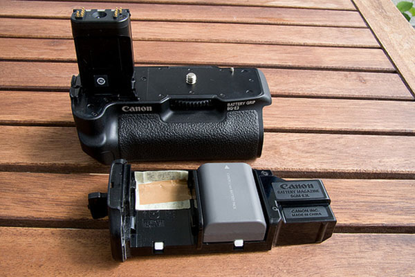 Hacking a Canon Battery Grip