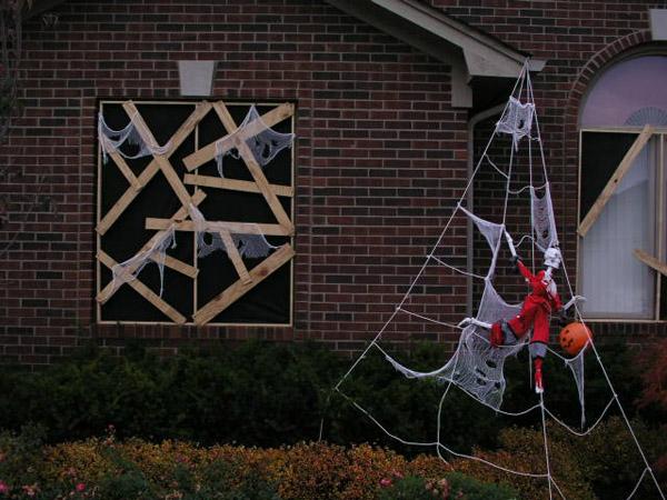 DIY Halloween: Boarded up windows