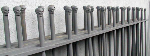 DIY: Halloween Graveyard Fence