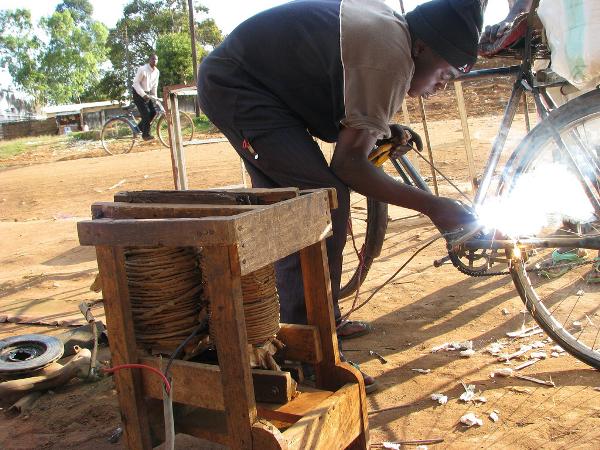 Roadside blind welding in Malawi