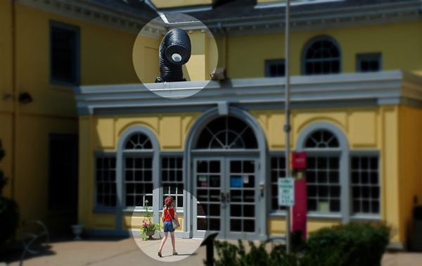 Robotic snout does double-takes at passerby