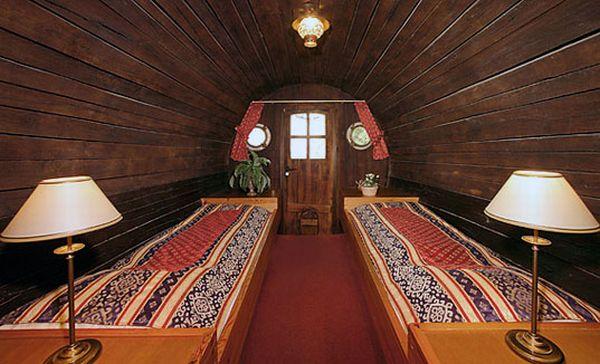 Wine cask hotel