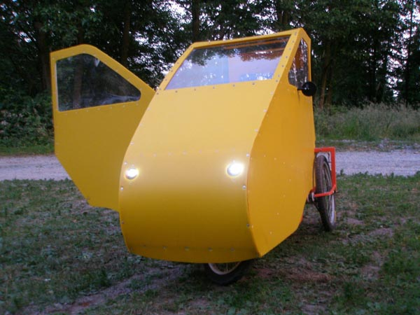 Paul Elkins' bikes, trikes, and mobile homes for birds