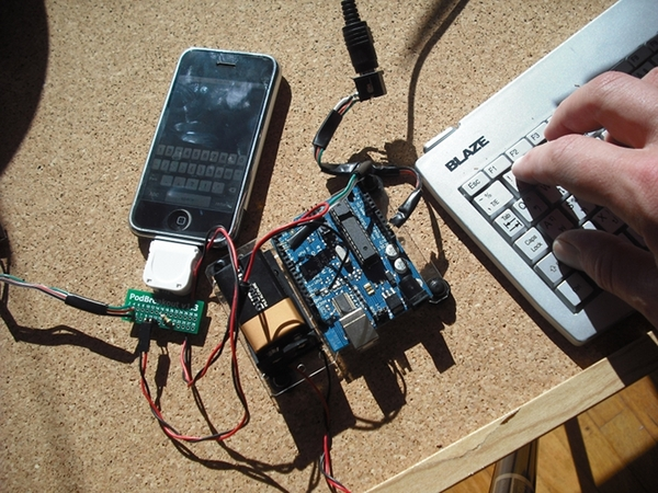 iPhone PS/2 keyboard interface with Arduino