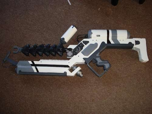 District 9 SPLAT gun replica prop