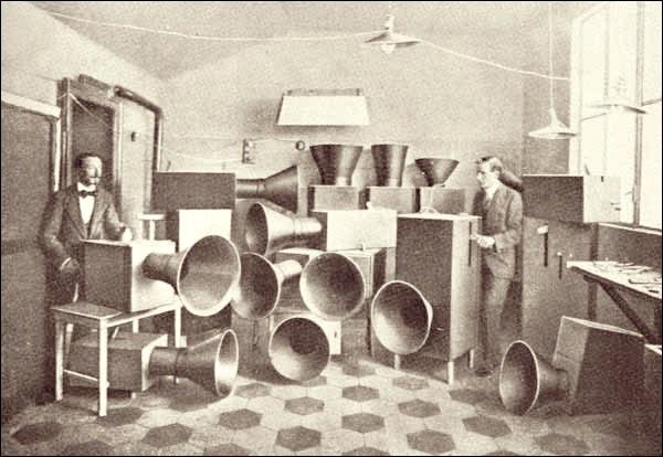 Noise Intoner – acoustic synth ancestor returns