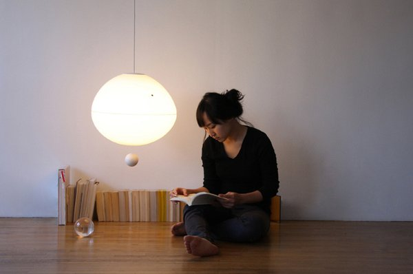 Lamp turns on with floaty magnet