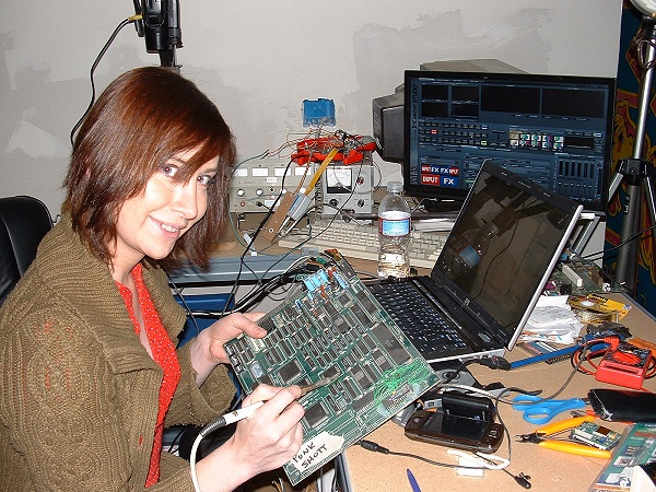 MacGyver of the Day: Electronics Hacker Jeri Ellsworth – Makers @ Lifehacker