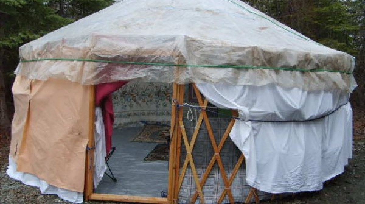 Diy yurt made out of trash make article featured image solutioingenieria Image collections