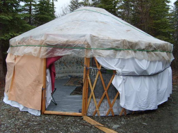 Article Featured Image & DIY yurt made out of trash | Make:
