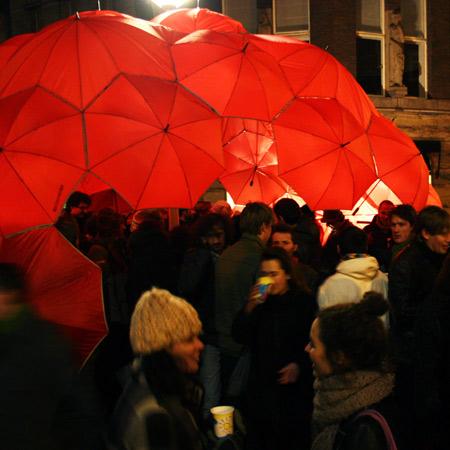 Umbrella buckyball bar