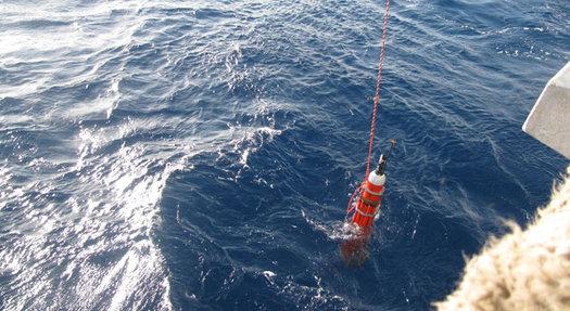 """Bobbing naval generator runs """"eternally"""" on ocean's heat"""