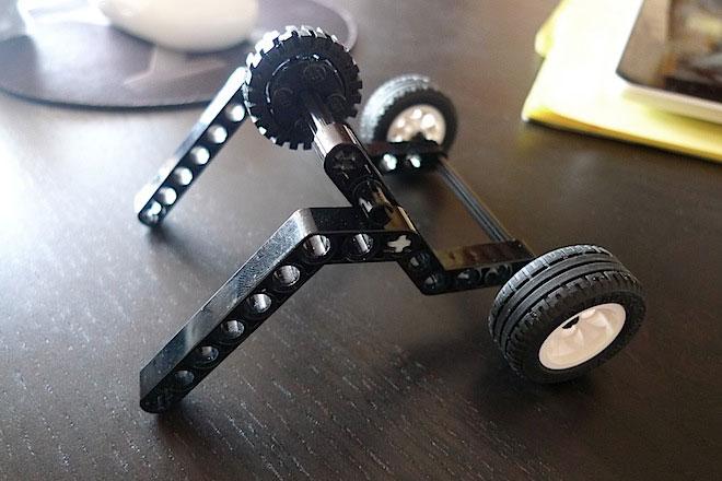 Minimal Lego iPad stand