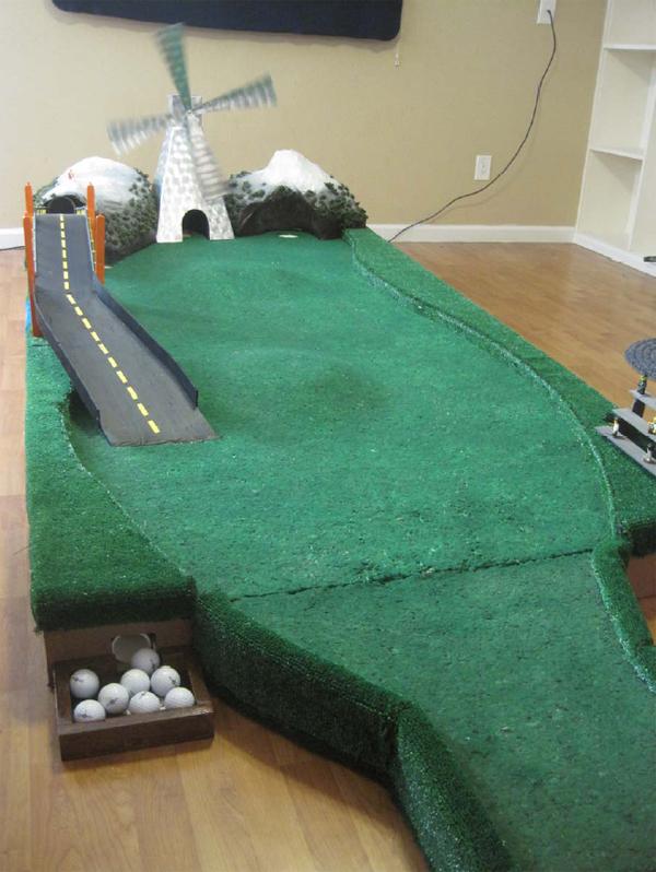 Variable-terrain putting green