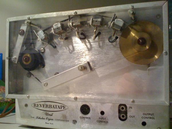Tape reverb unit