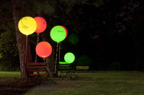 How-To: Glowing balloons change color to show air quality