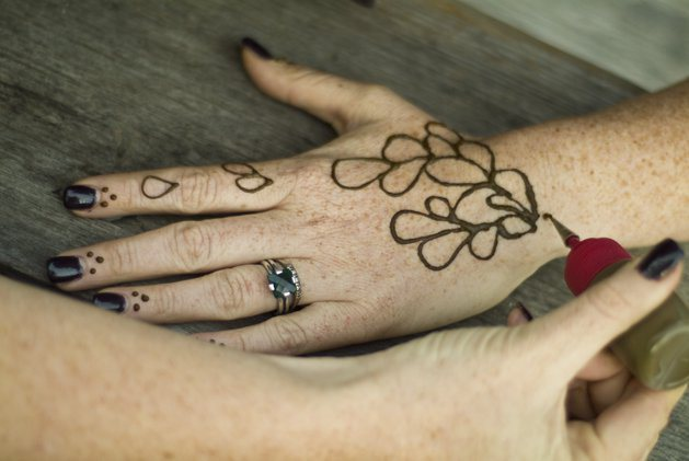 Henna tattoos. How to make temporary henna tattoos 56