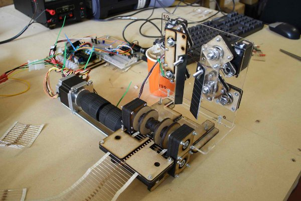 Resistor cutting robot