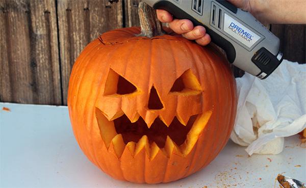 Make a spooky jack-o'-lantern, quick