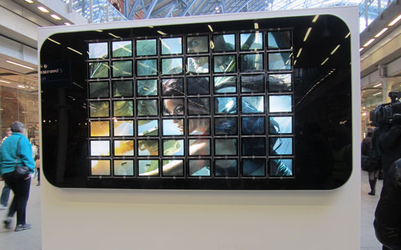 Huge iPhone display made using 56 iPads