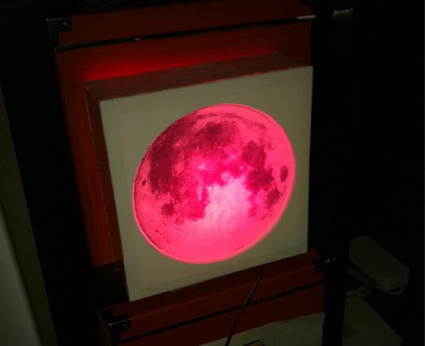 Lunar eclipse simulator