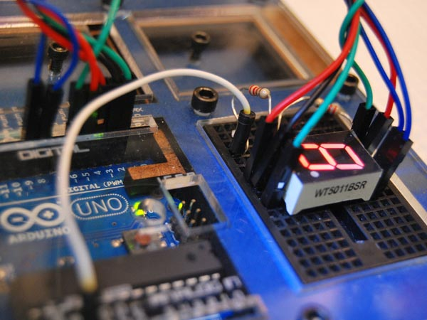 Make: Arduino — Hooking up a 7-Segment LED Display