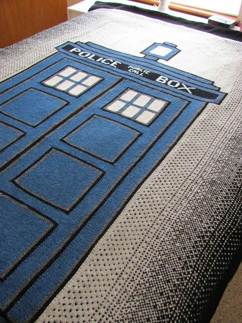 Knit TARDIS Blanket