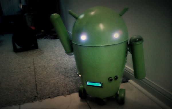 RC Android Logo from Trash Can