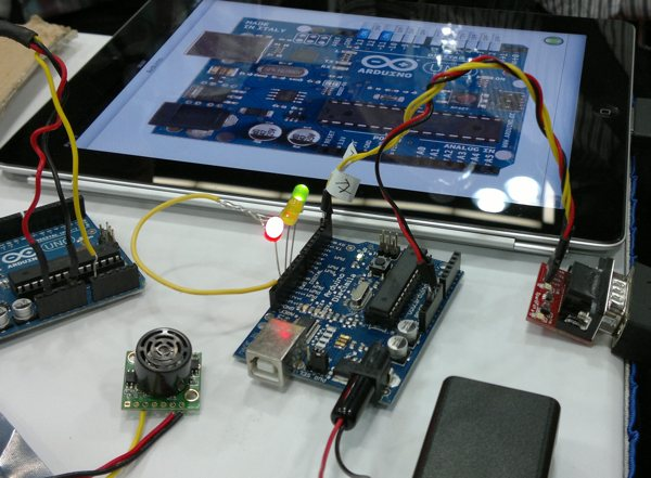 Paduino: control Arduino from iPhone/iPad/iPod touch with the Redpark Serial Cable