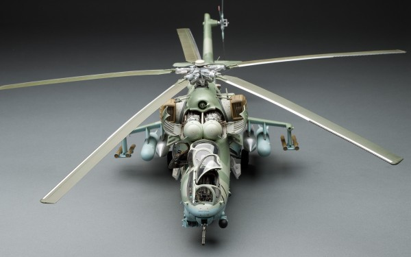"""Scratchbuilt: Mi-24 """"Hind"""" Attack Helicopter With 100K Parts"""