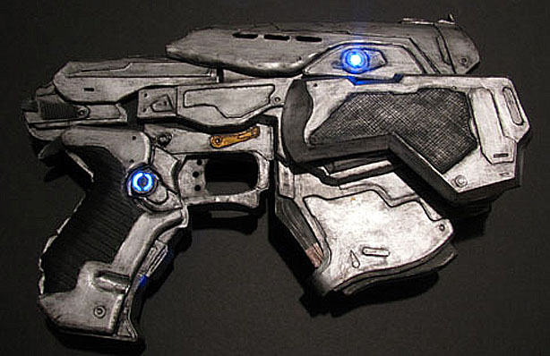 Papercraft Gears of War Pistol