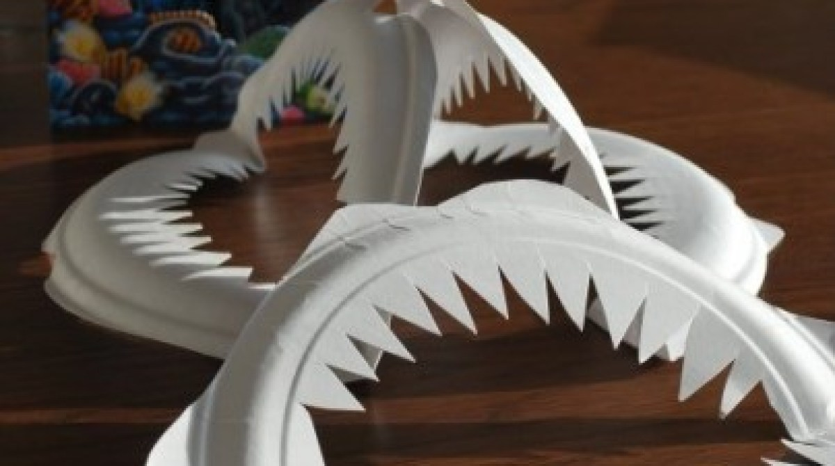 how to paper plate shark jaws make article featured image