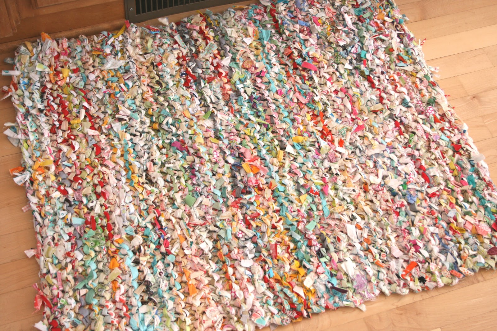 We knit a rug from old things 67