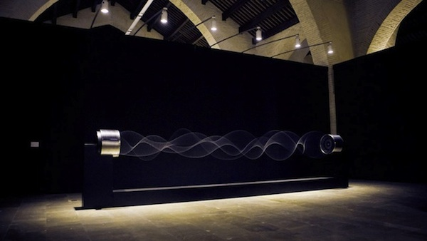 Artwork Visualizes Standing Waves