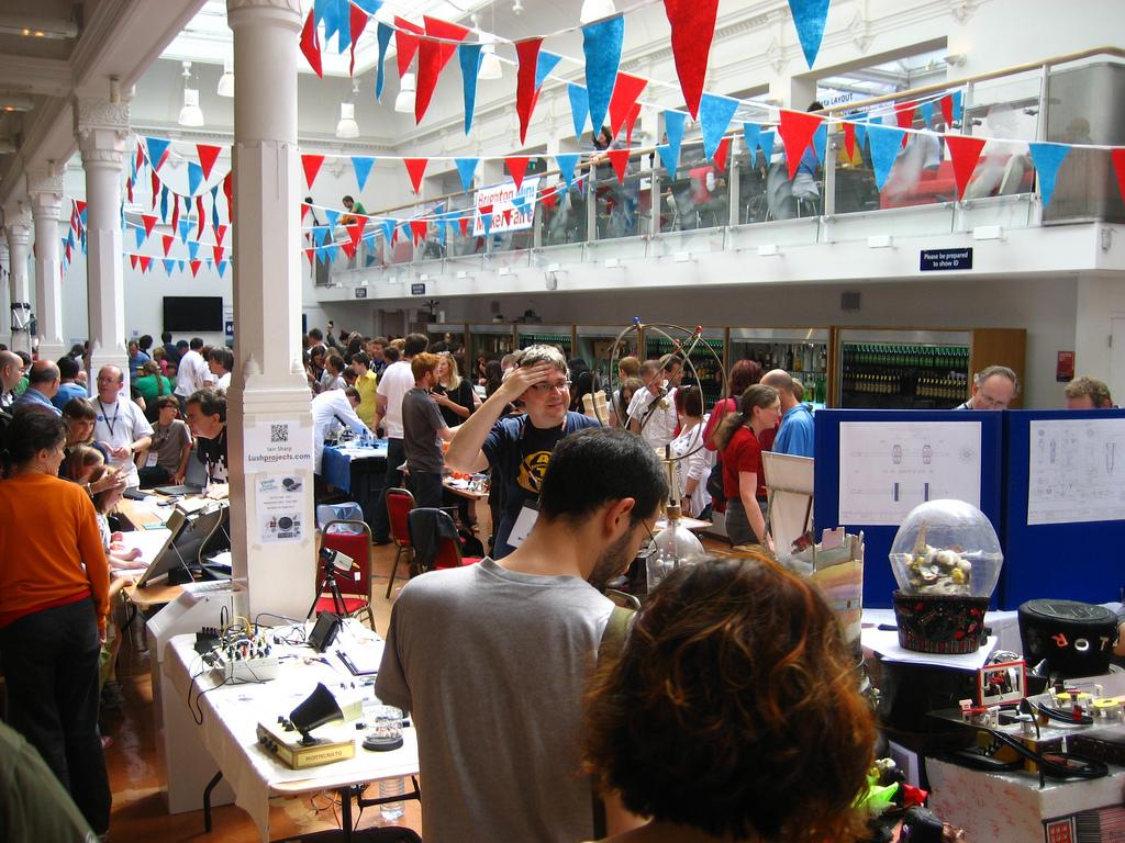 Mini Maker Faire Action