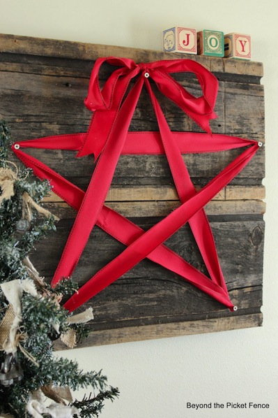 How-To: Reclaimed Wood and Ribbon Star Decoration