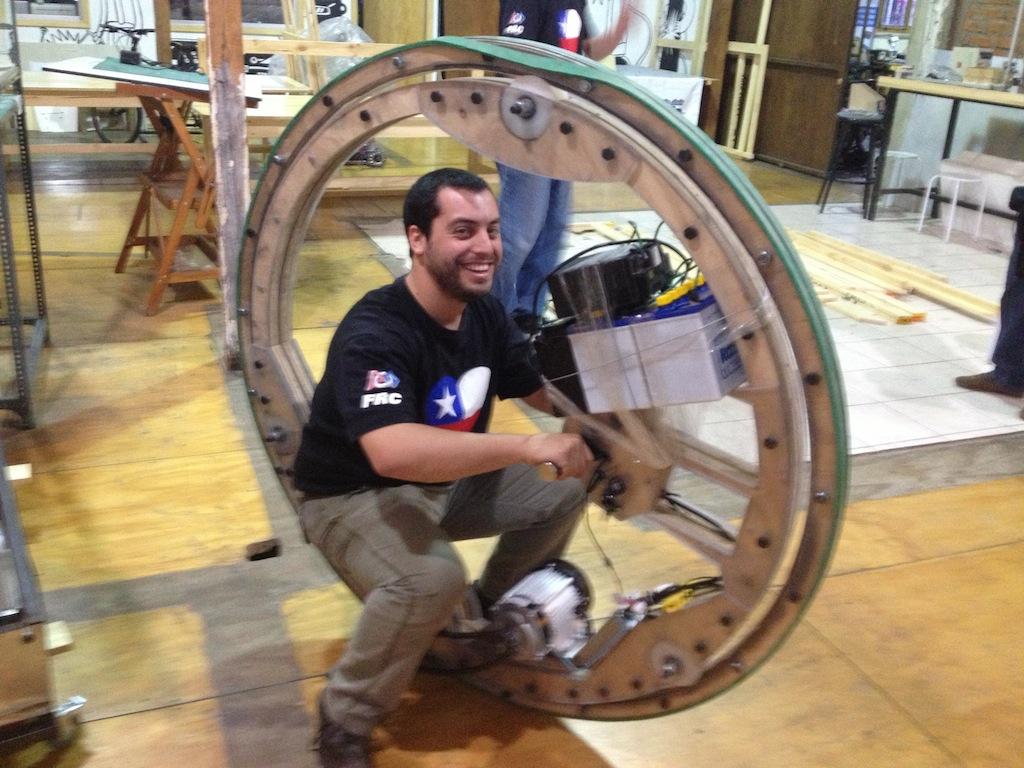 Mini Maker Faire Action:  Roboroaches and Monowheels in Santiago