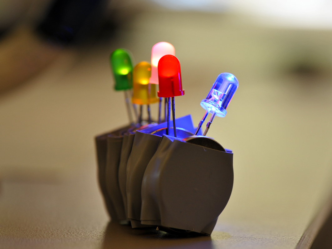 Make An Easy And Extreme Led Throwies