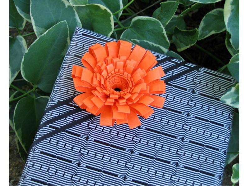 Fringed Flower Gift Topper