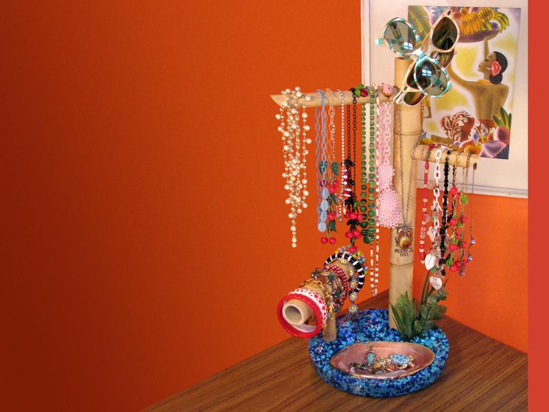 Kona Kai Jewelry Stand