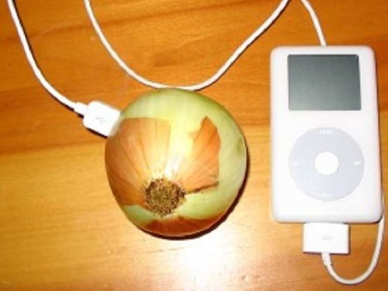 Charge an iPod with an Onion