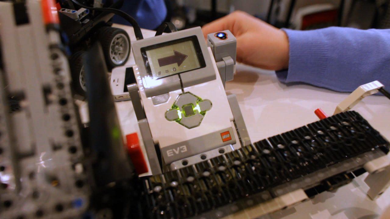 MAKE at CES 2013: Lego Previews Mindstorms EV3